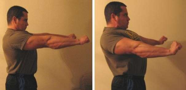 Ombros sem estar retraídos vs. ombros retraídos e consequentemente peitoral expandido.