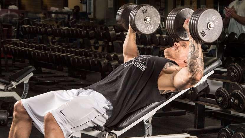 Treino de peito completo para tamanho e simetria muscular