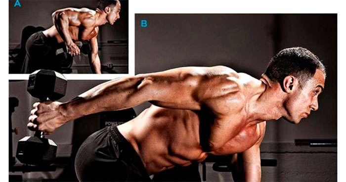 Exercício coice para tríceps usando halteres