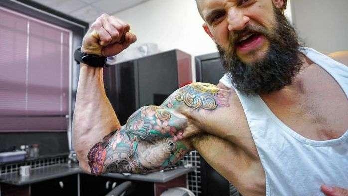 fazer musculação após fazer tatuagem