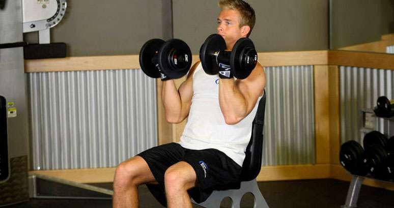 Posição inicial do exercício arnold press