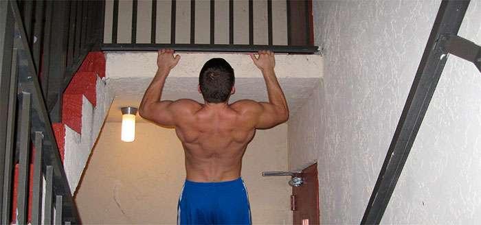 barra fixa improvisada para fazer musculação em casa
